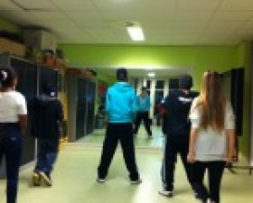 Dansgroep 2-4-1 traint in Insi..